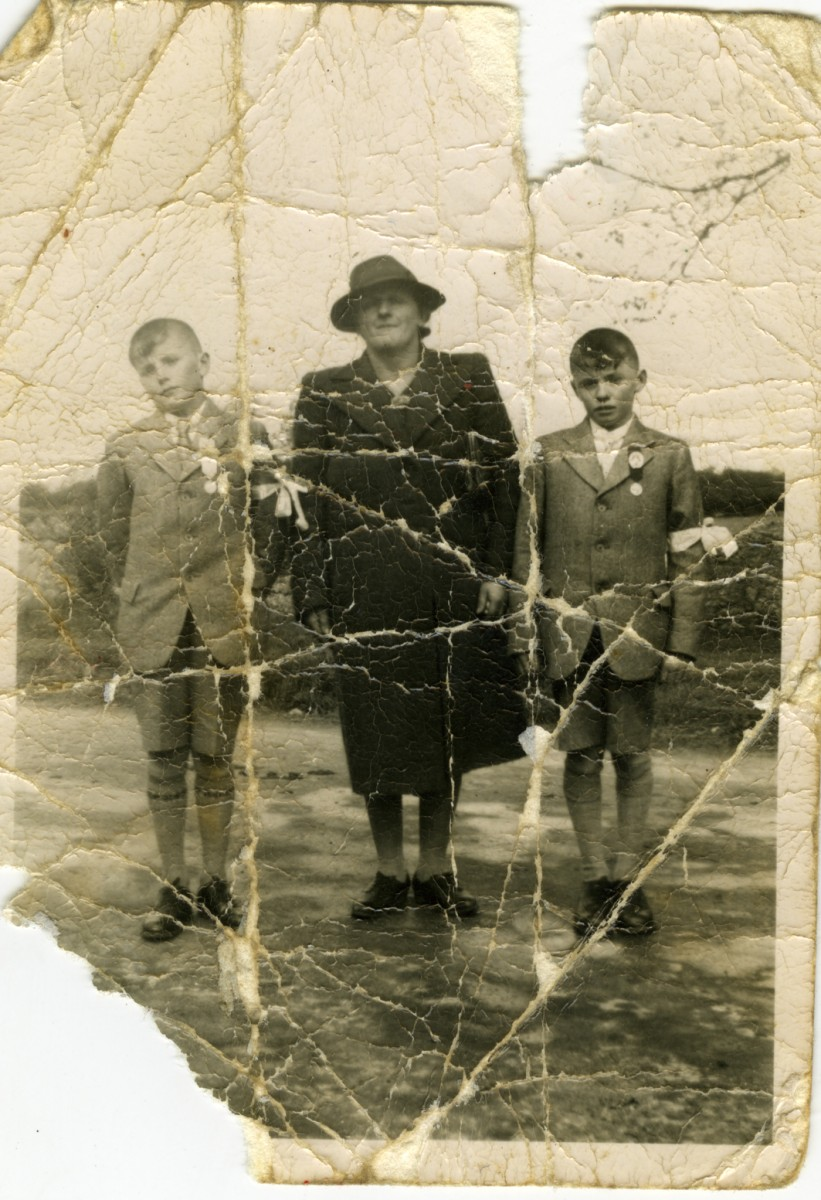 Scully // County Limerick :: Mother and sons - 1st Communion