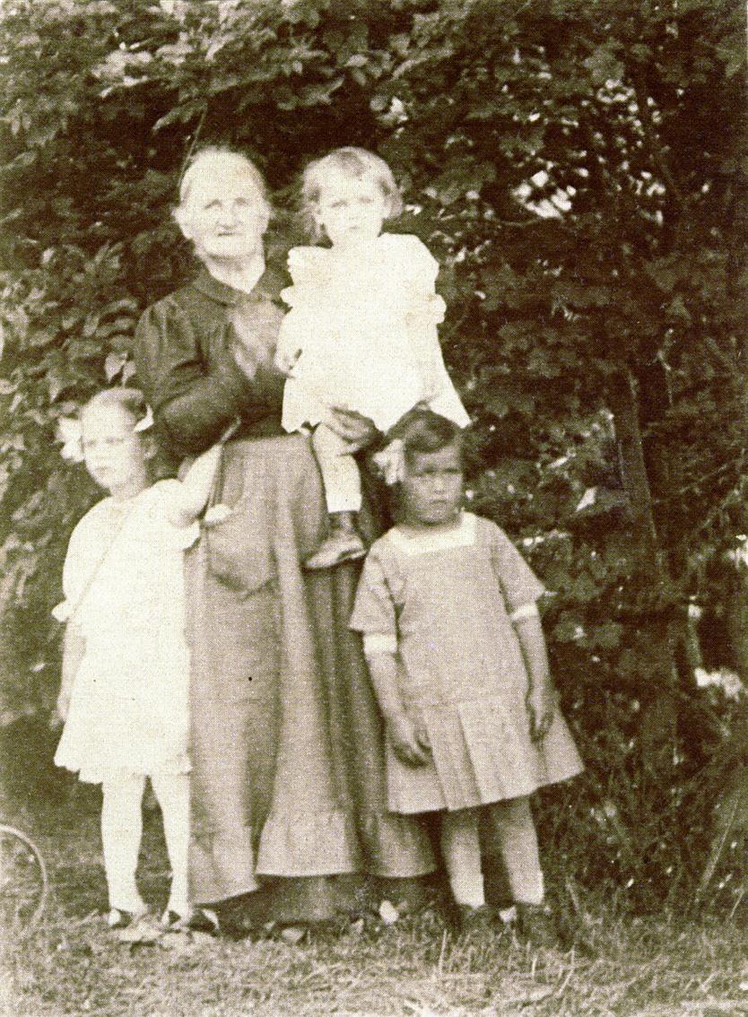Kiang  //  County Dublin :: Informal family portrait