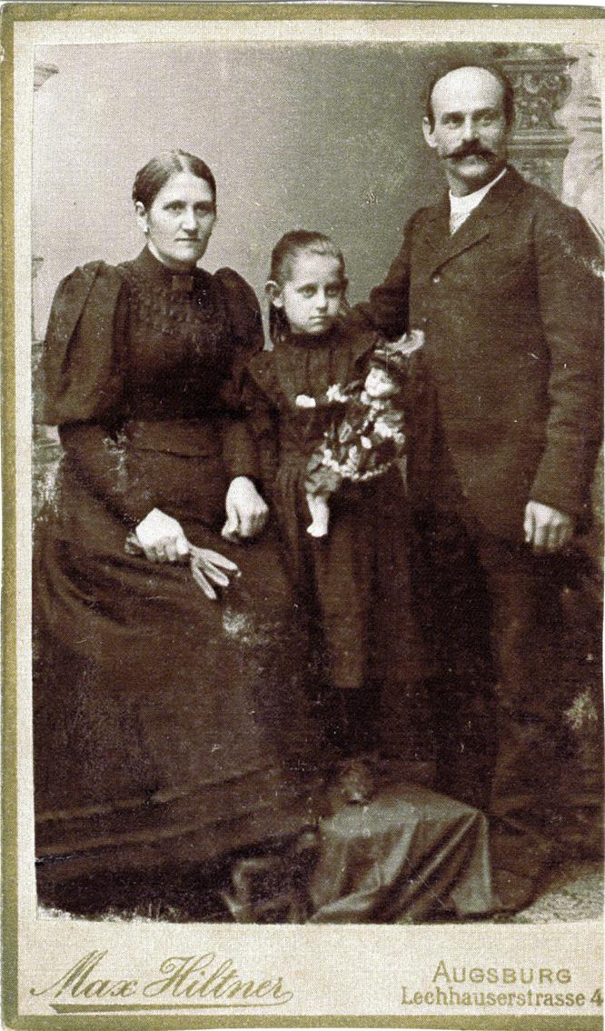 Kiang  //  County Dublin :: Formal family studio portrait
