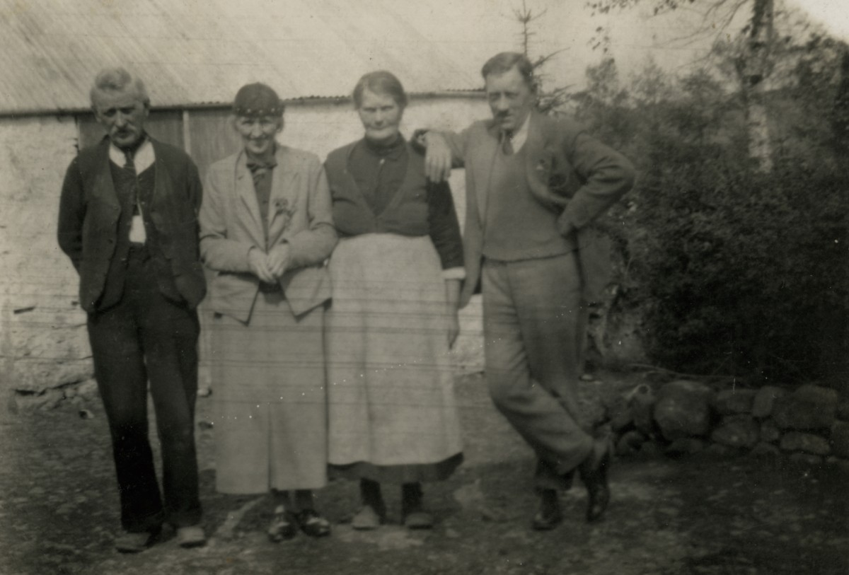 Clerkin // County Monaghan :: A group of people at a family farm