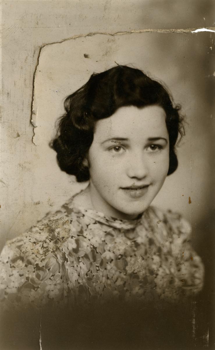 Clerkin // County Monaghan :: Studio portrait of Bridget Clerkin