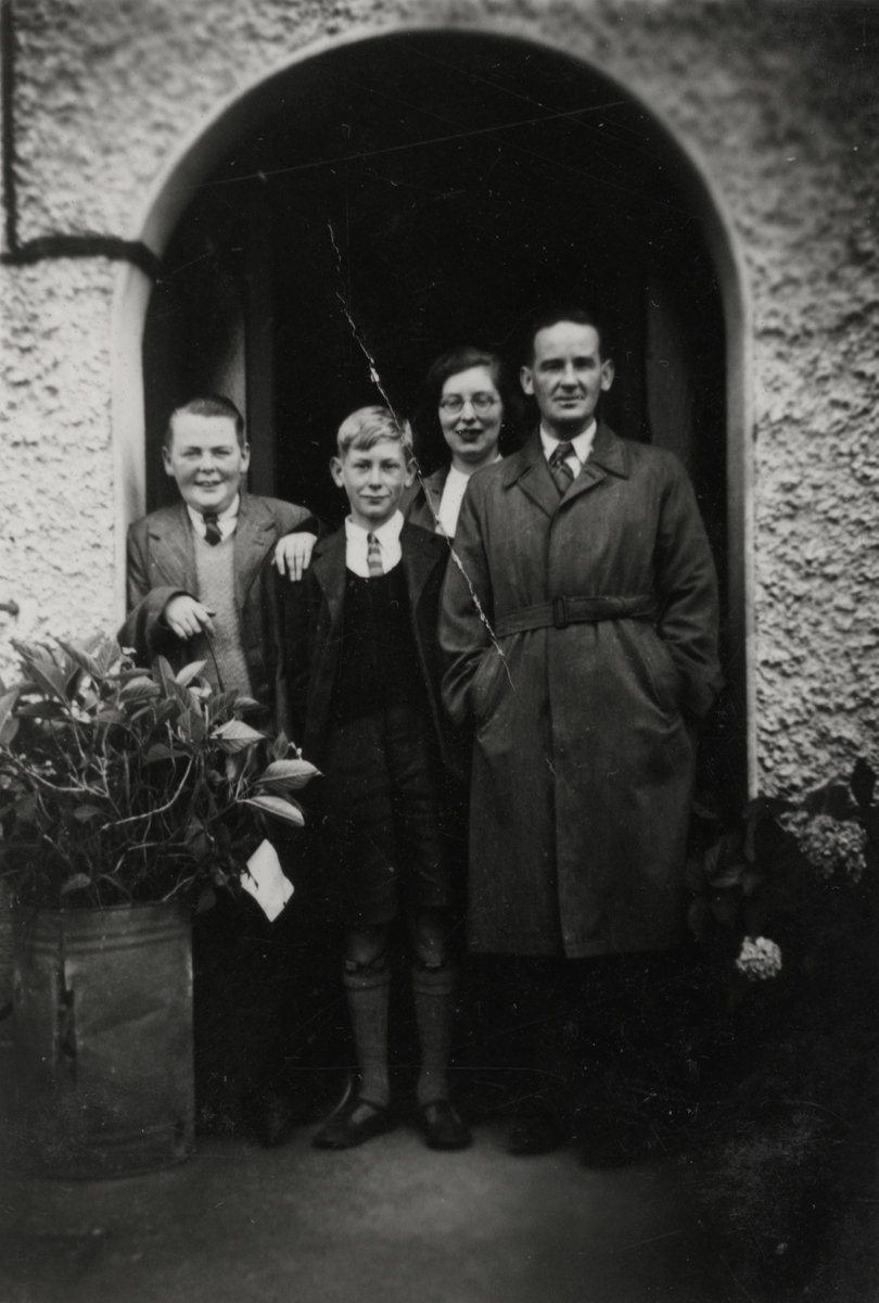 Dillon // County Wexford :: Superintendent George Lawlor and his family