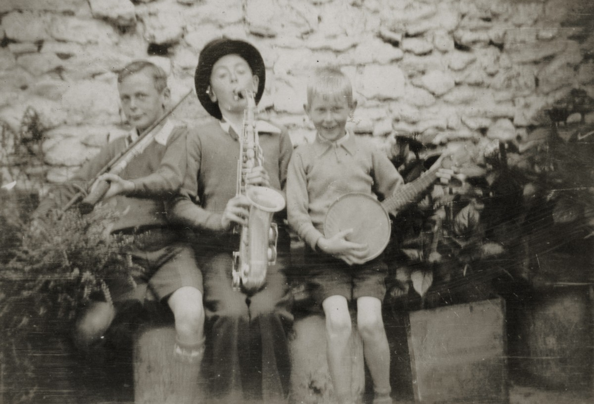 Dillon // County Wexford :: The Lawlor children playing musical instruments