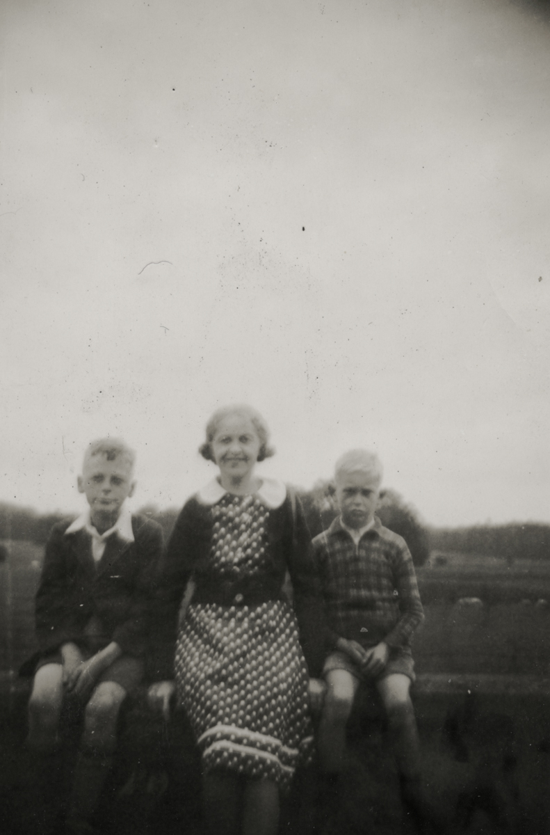 Dillon // County Wexford :: The Lawlor family, unknown location