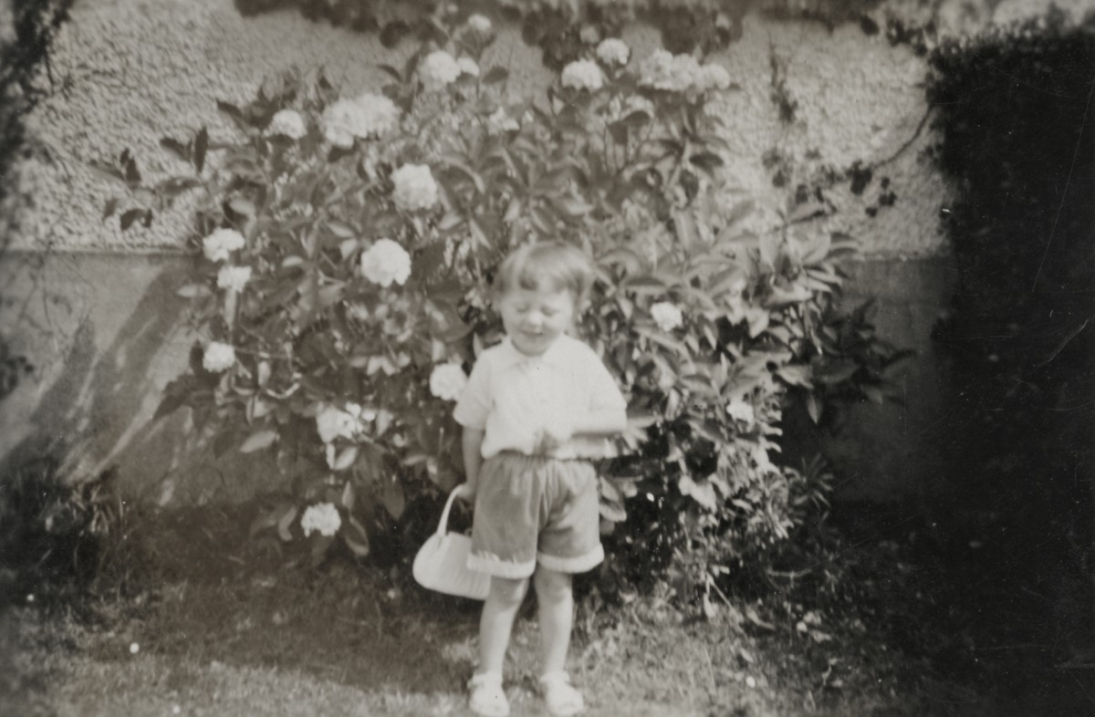 Dillon // County Wexford :: Margaret Dillon in her family garden in Campile