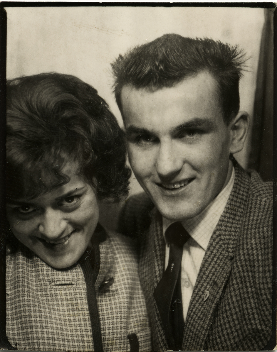 Shanahan // County Dublin :: Young couple in a photobooth