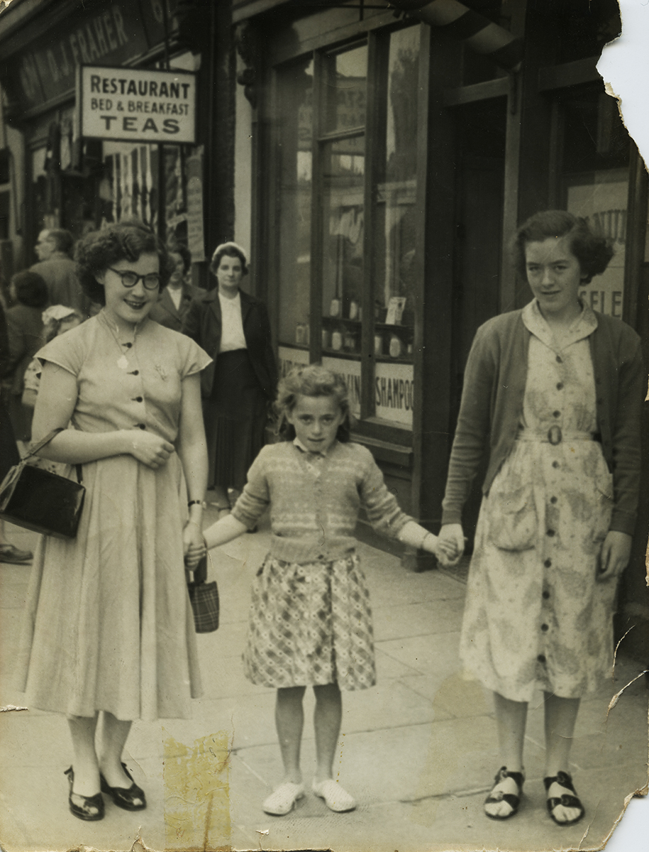 Shanahan // County Dublin :: Two women with young girl