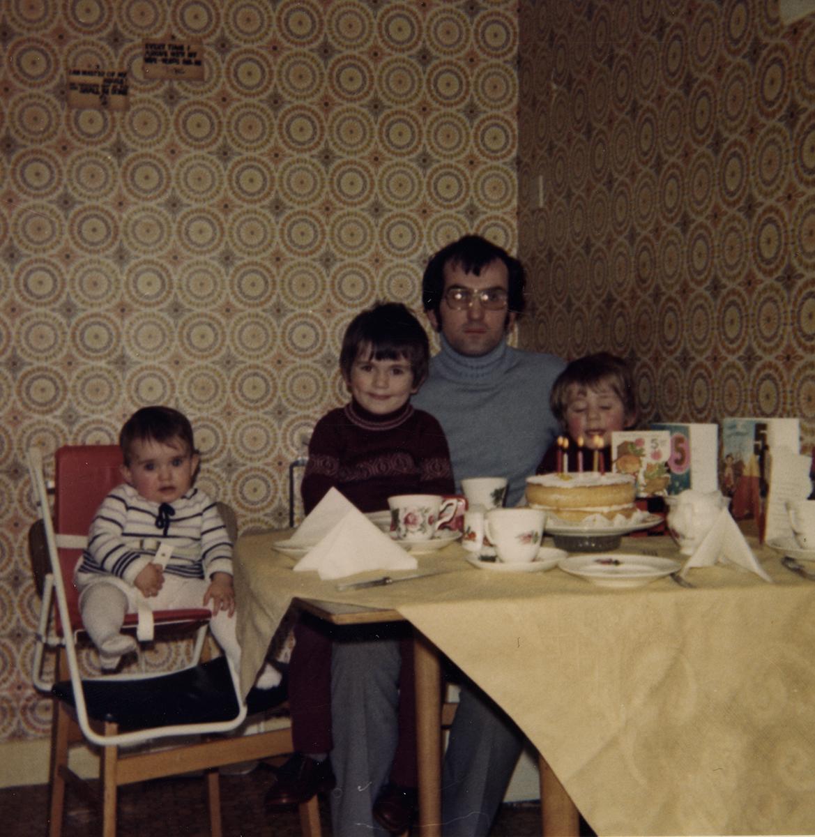 Shanahan // County Dublin :: Family in Kitchen