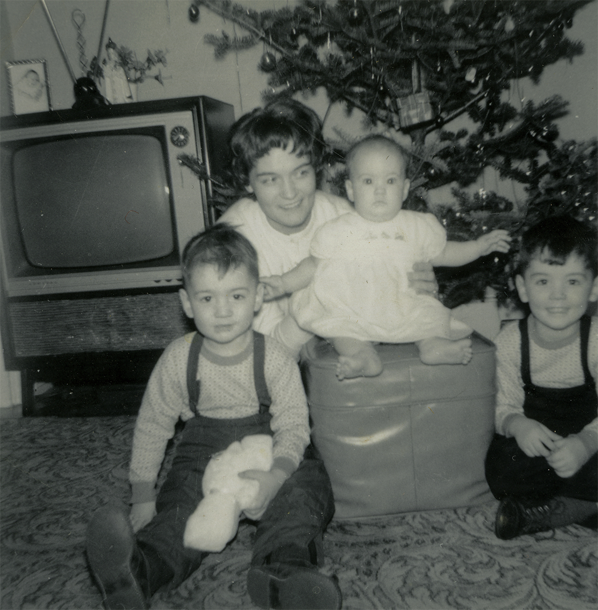 Conlon // County Monaghan :: Mother Marina and children  on Christmas Day