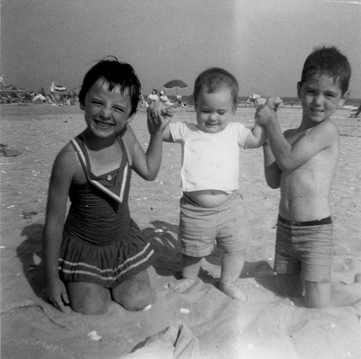 Conlon // Philadelphia & County Monaghan :: Conlon children on the beach, New Jersey