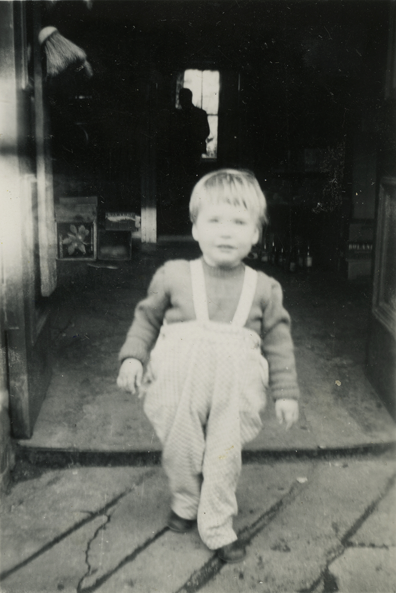 Gilroy  //  County Louth  :: Young child in South Hill, Dartry, Dublin