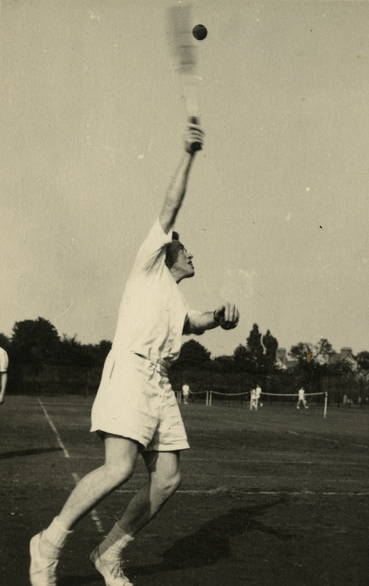 Gilroy  //  County Louth  :: Man playing tennis