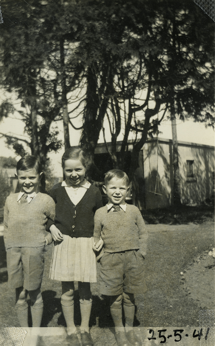 Gilroy  //  County Louth  :: Siblings in Ennis, 1941