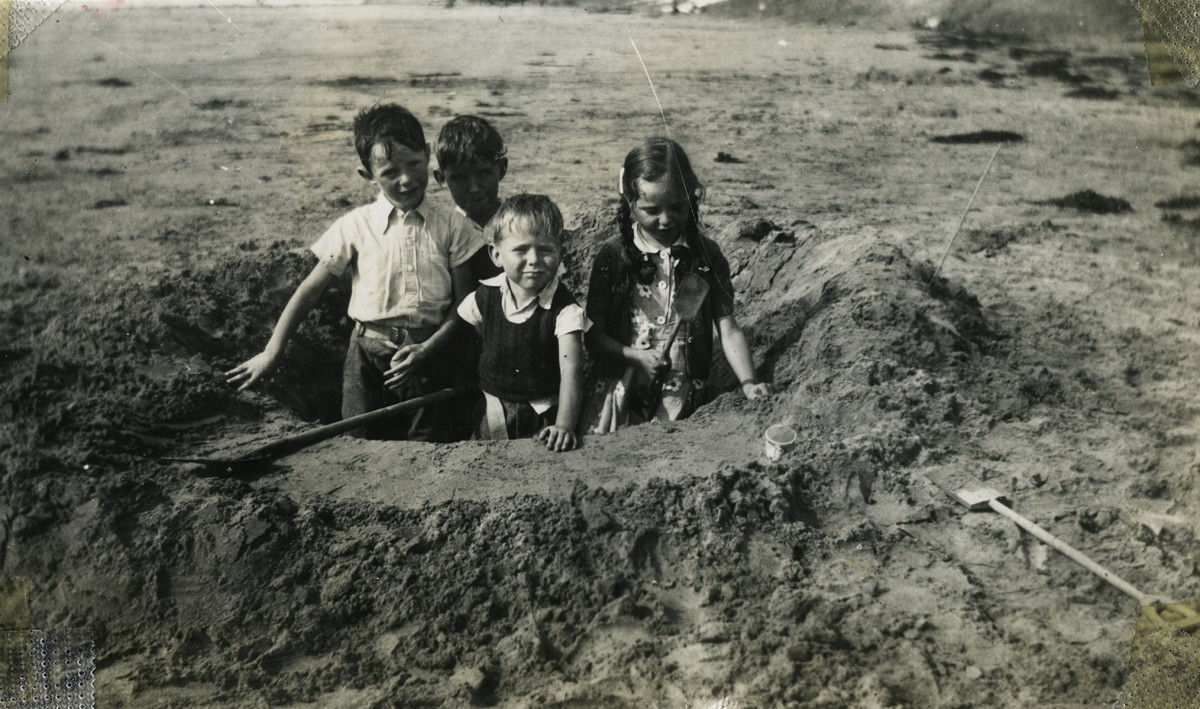 Gilroy  //  County Louth  :: Children playing