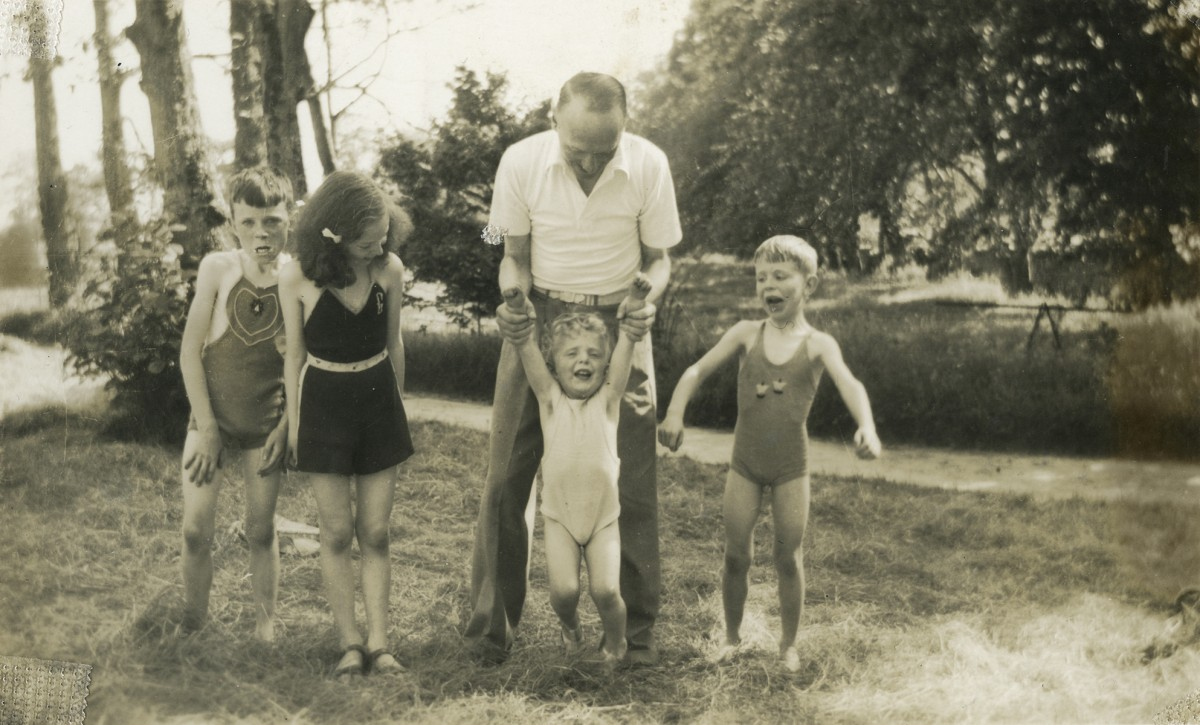 Gilroy  //  County Louth  :: Father with children