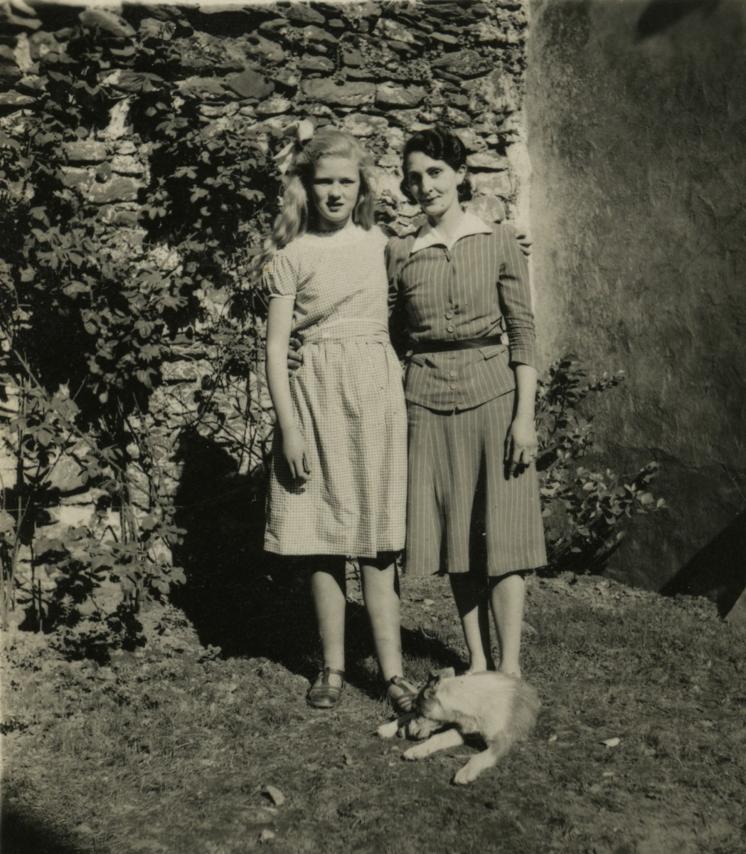 Gilroy  //  County Louth  :: Young women in the 1950's