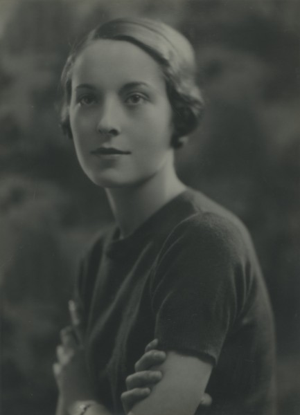 Portrait of Elizabeth O\'Driscoll (née McKay)  as a young woman