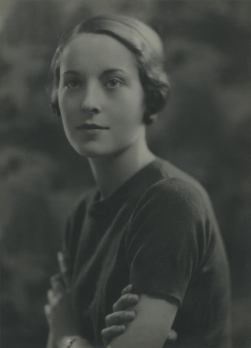 McKay  //  County Antrim :: Portrait of Elizabeth O'Driscoll (née McKay)  as a young woman