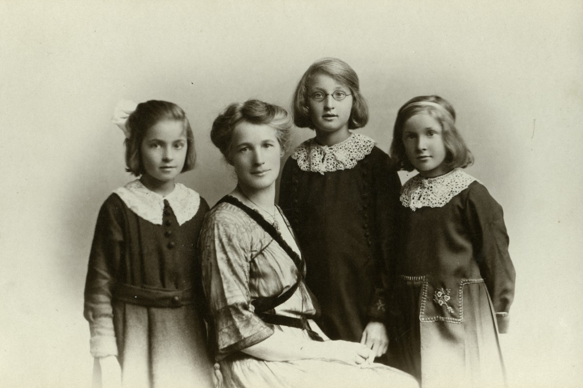 McKay  //  County Antrim :: Margaret McKay with her daughters