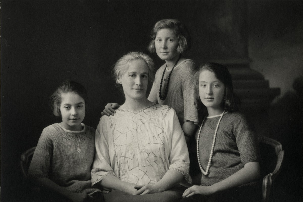 McKay  //  County Antrim :: Margaret McKay and her daughters, c. 1925