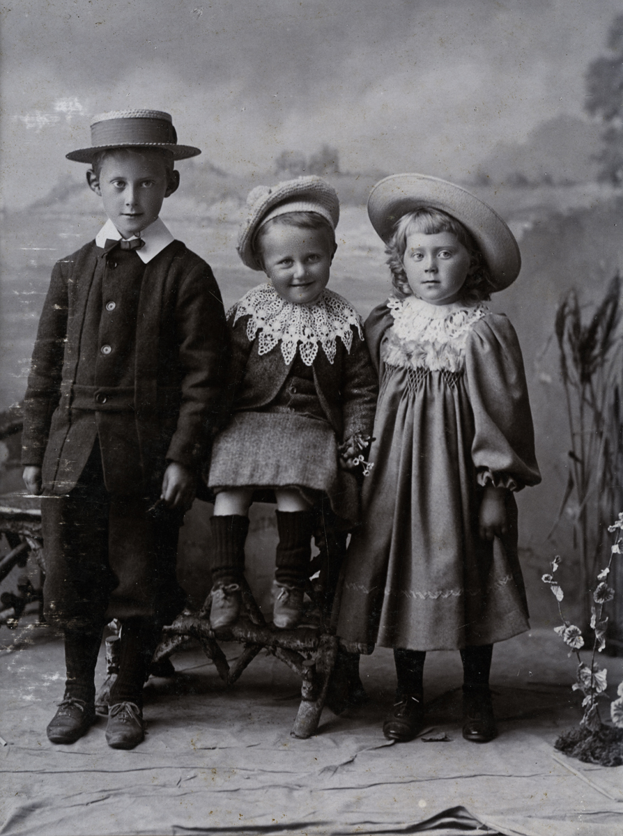 McKay  //  County Antrim :: Pinkerton Children
