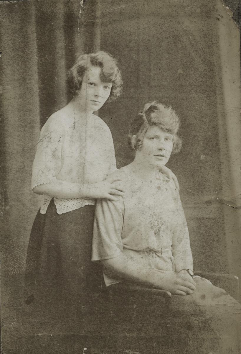 Morgan  //  County Dublin :: Two young women posing in a Dublin studio