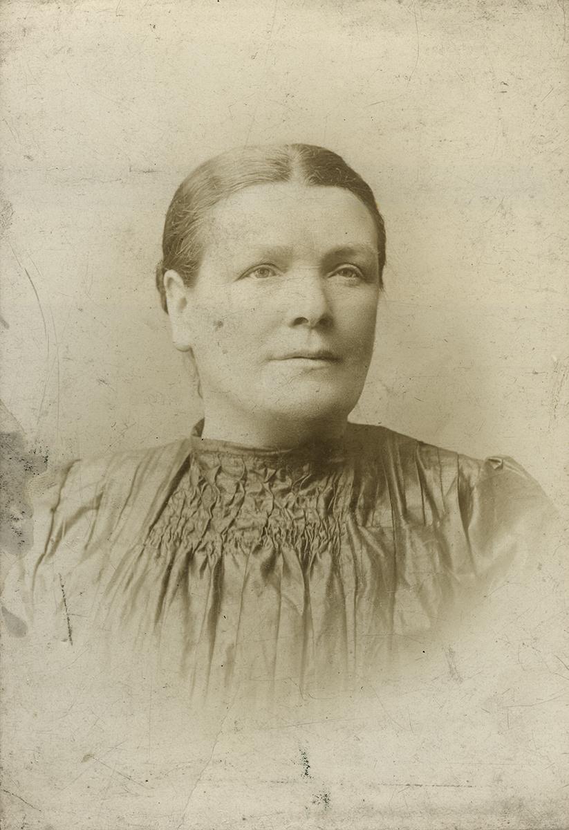 Masterson  //  County Dublin :: Studio portrait of Mary Redmond