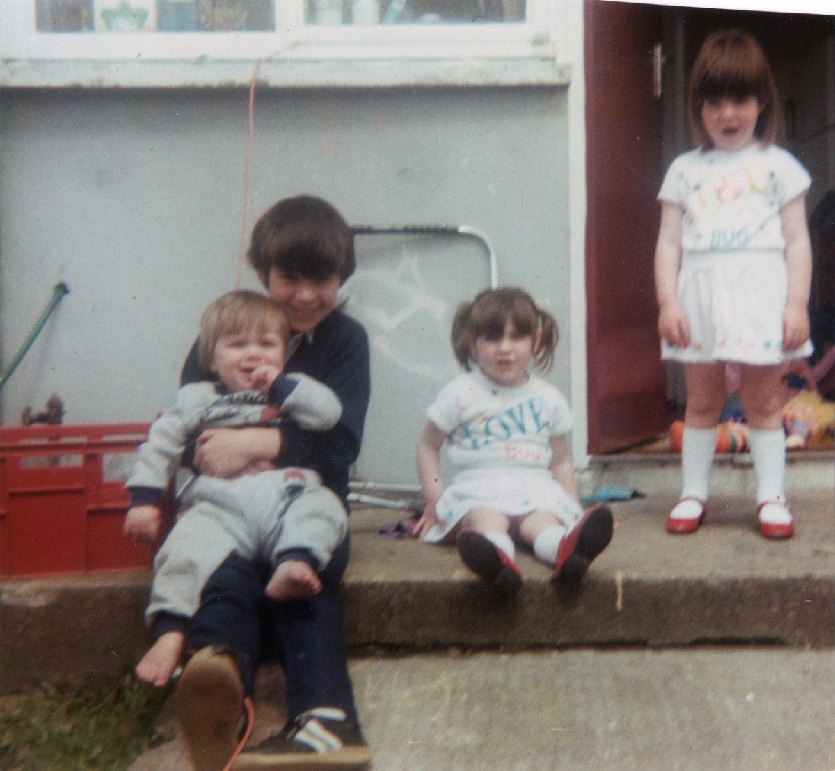 Crowne // County Tyrone :: Children on the back steps, Omagh, 1986