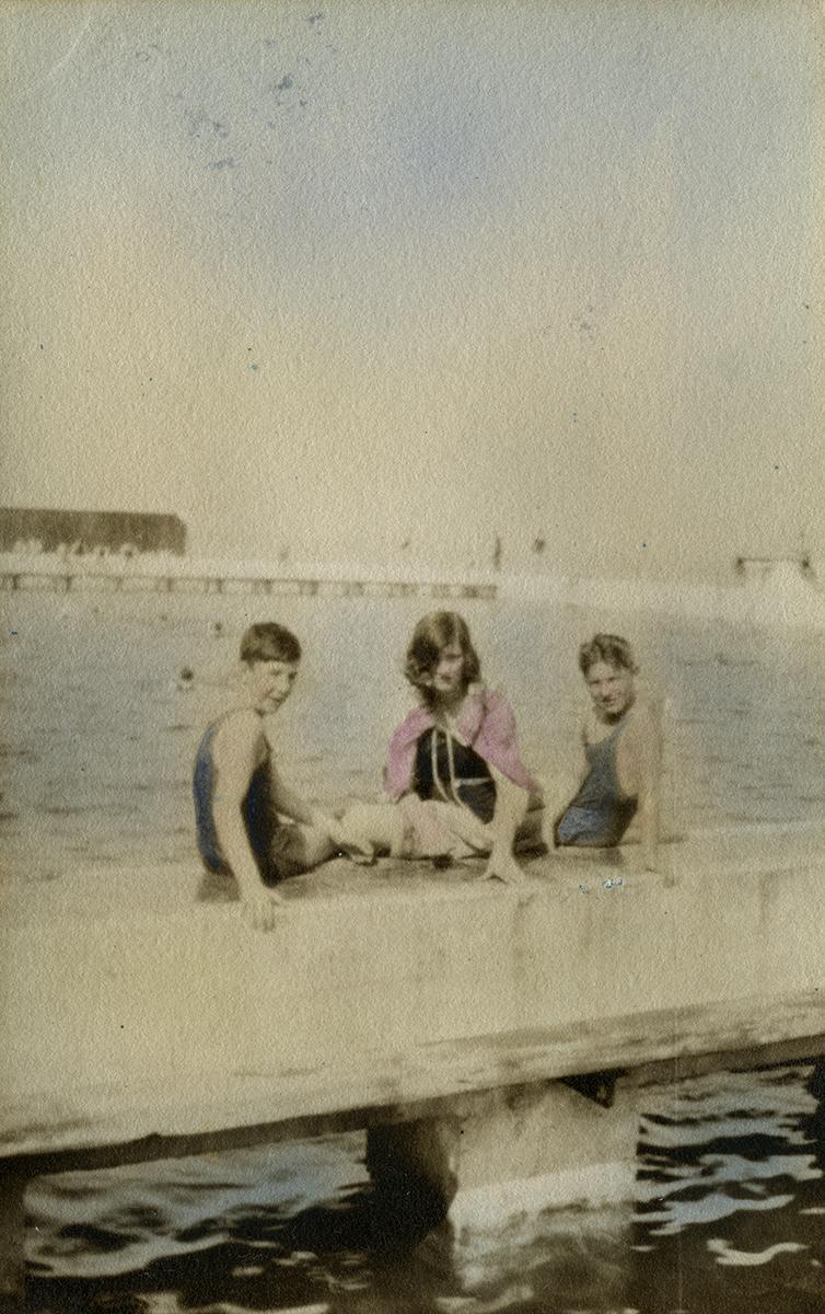 Baker Deely // Dublin ::  Meerwald Baker children at the Blackrock Baths