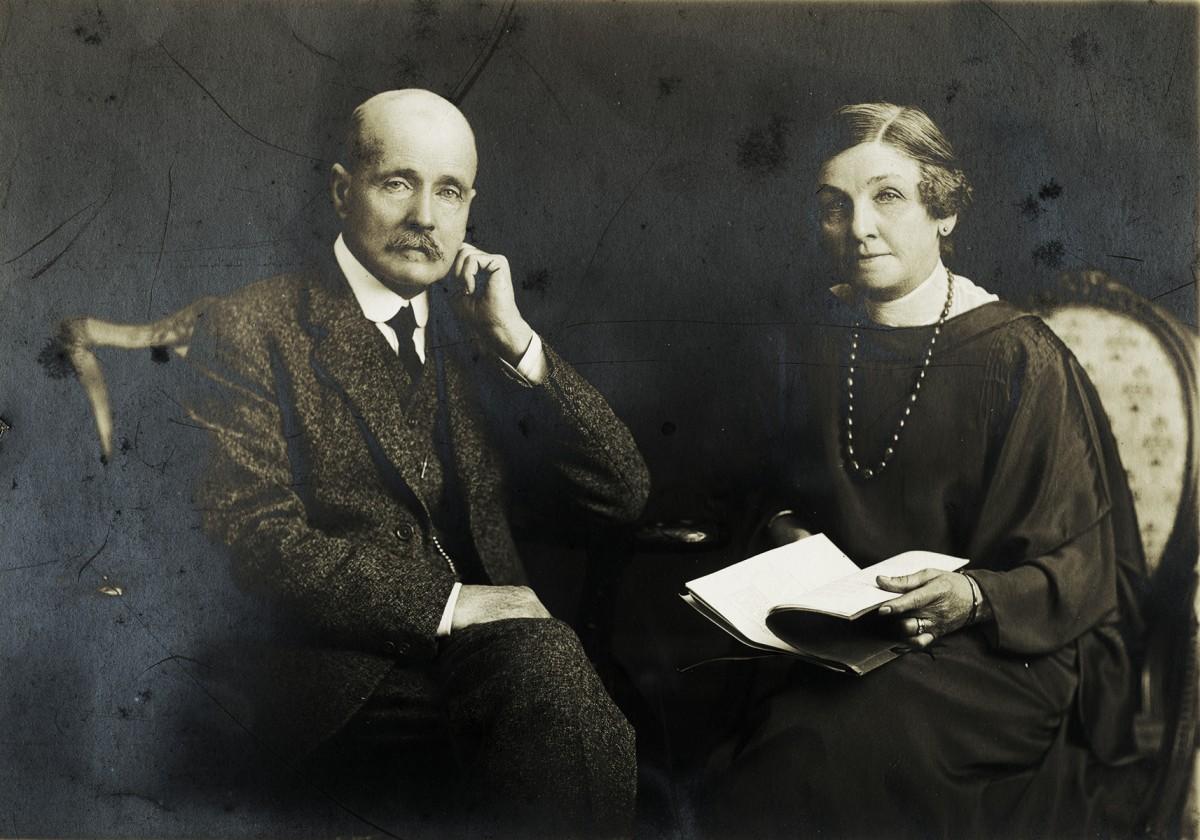 Baker Deely // Dublin :: Studio portrait of Major Robert John D.S.O Baker and Florence Meerwald