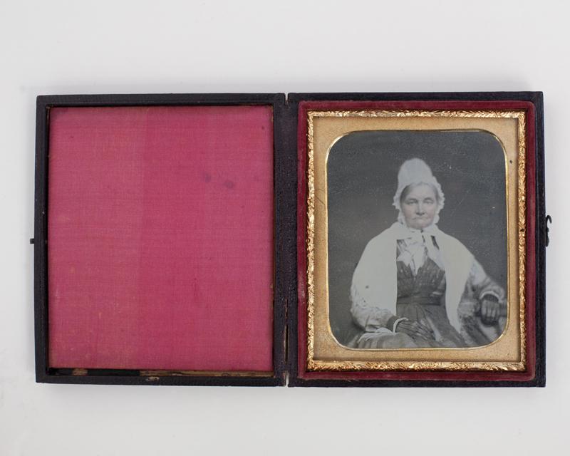 Shackleton // County Kildare :: Mary Shackleton. Daguerrotype, coloured. New York. Union Case.