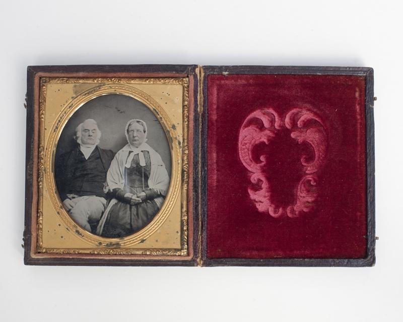 Shackleton // County Kildare :: Shackleton couple. Hand - tinted ambrotype.