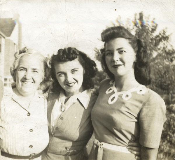 Lil Mullan with daughters Imelda and Mary