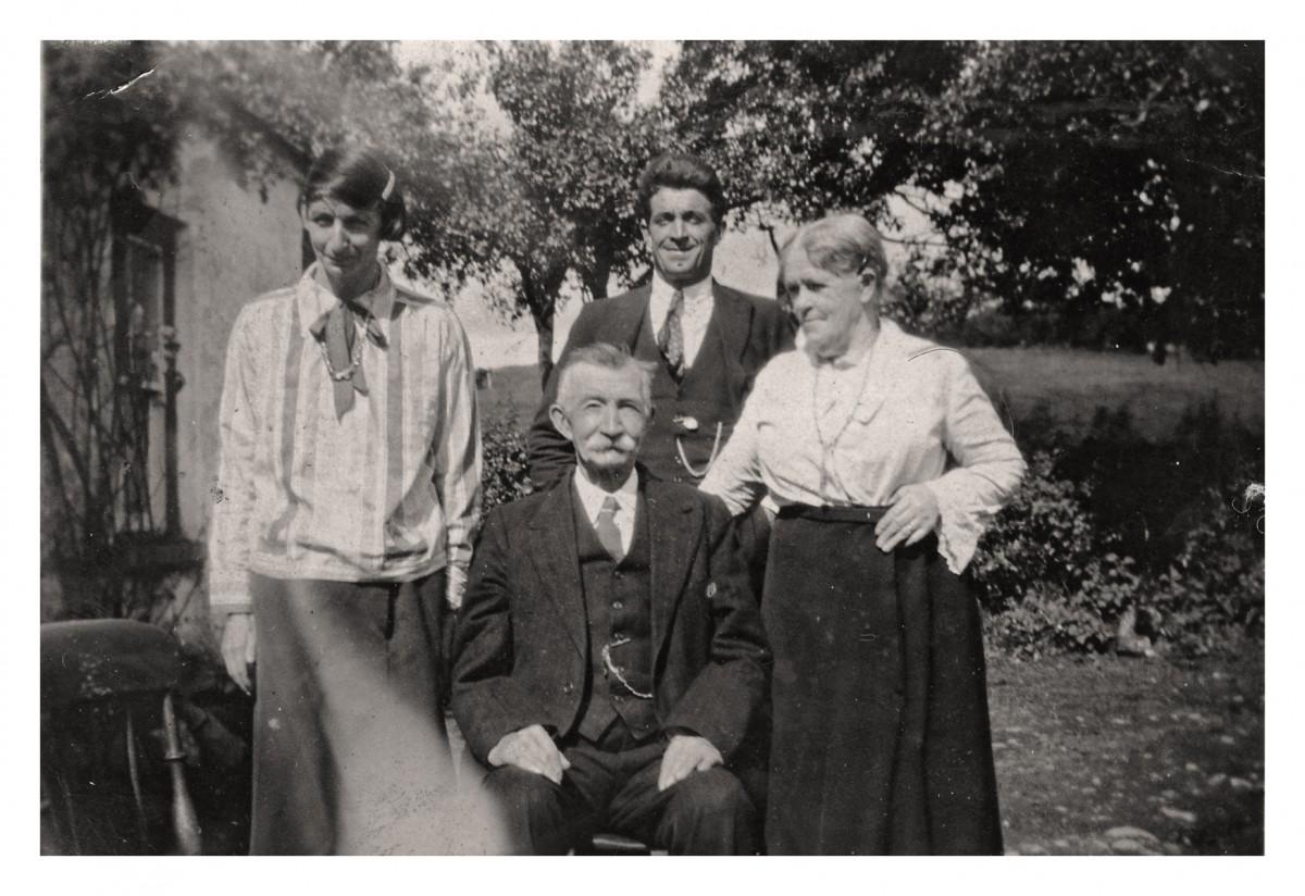 Conlon // Philadelphia & County Monaghan :: Mullan Family photographed in Tynan,  County Armagh
