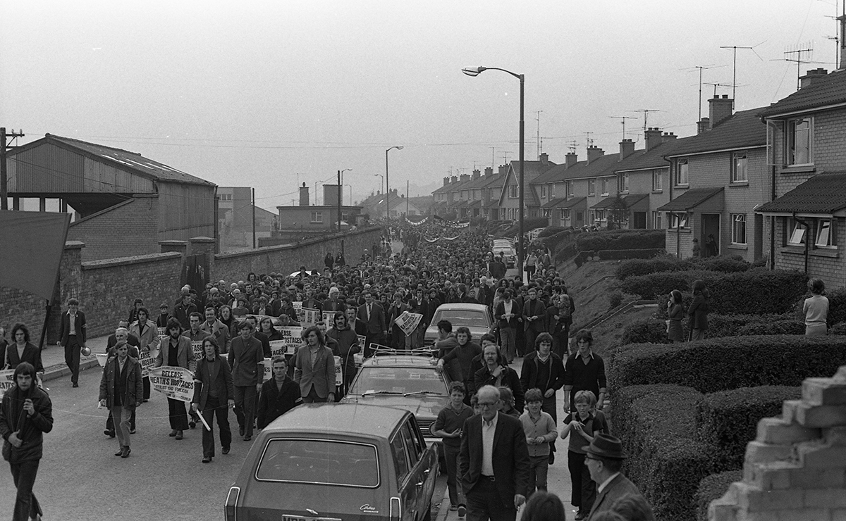 Peter McKee Archive // County Down, Antrim, Tyrone & L/Derry :: Anti-internment March, Derry