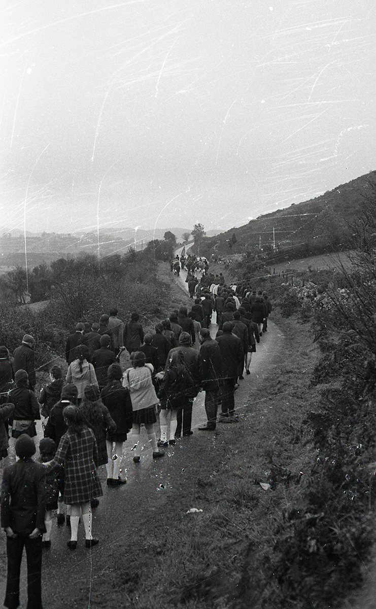 Peter McKee Archive // County Down, Antrim, Tyrone & L/Derry :: Republican commemorative march at Edentubber, County Down