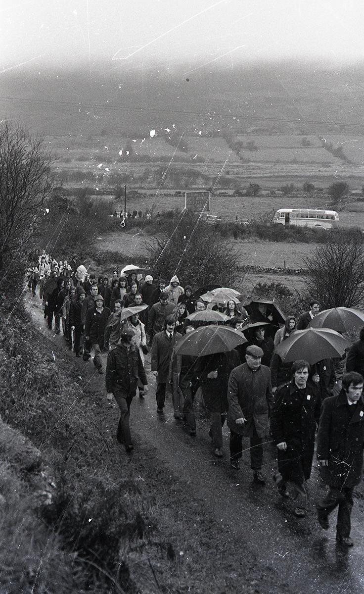 Peter McKee Archive // County Down, Antrim, Tyrone & L/Derry :: Republican commemorative march at Edentubber, County Down –