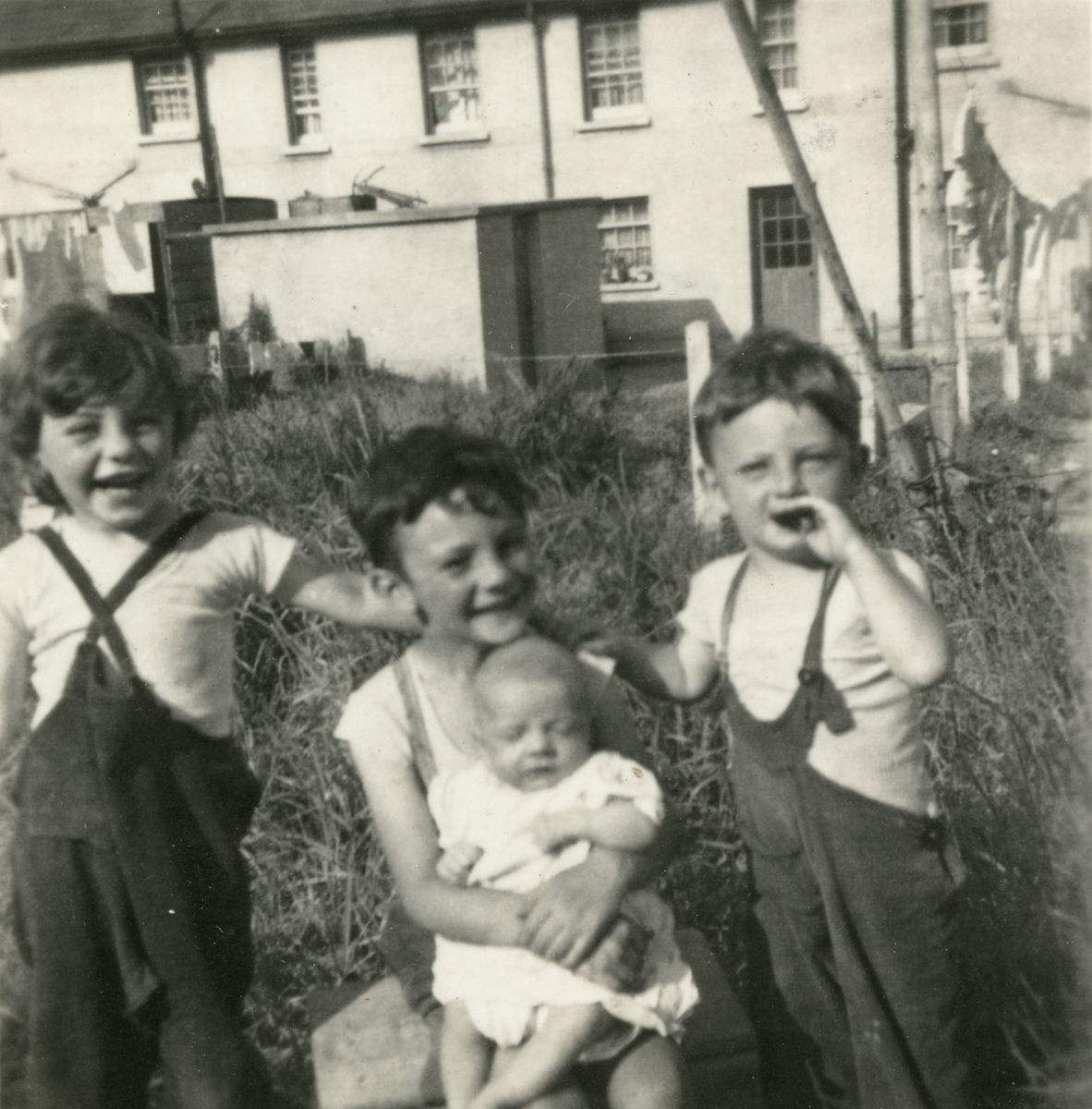 Smith // County Cork :: Children at Glavin's Terrace in Cobh