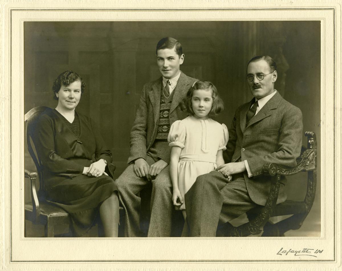 Fleming // County Cork :: Buckeridge family group