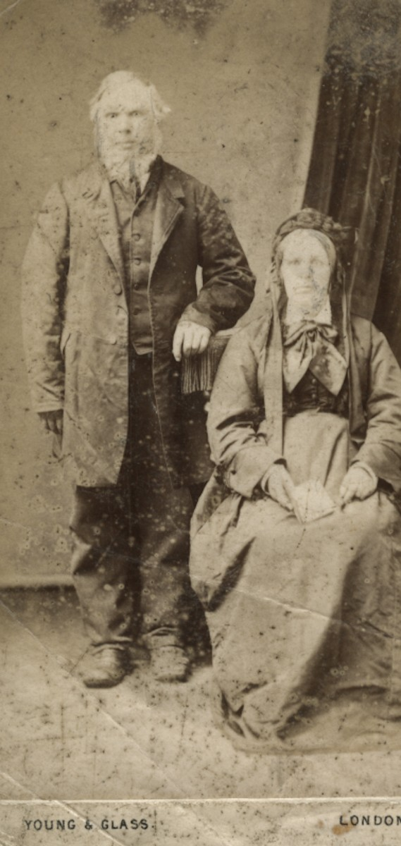 Roulston // County Donegal :: Studioportrait of Robert and Mary Rouslton