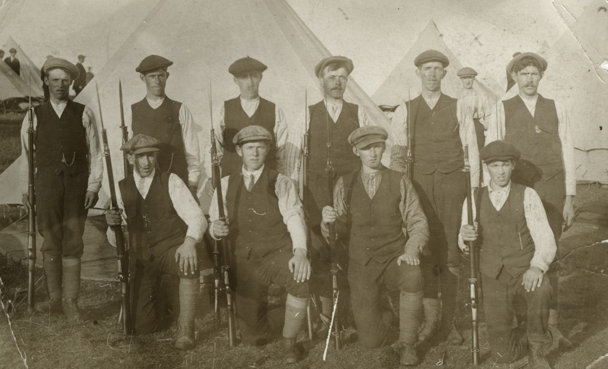 Roulston // County Donegal :: Group of volunteers for army Finner Camp 1914