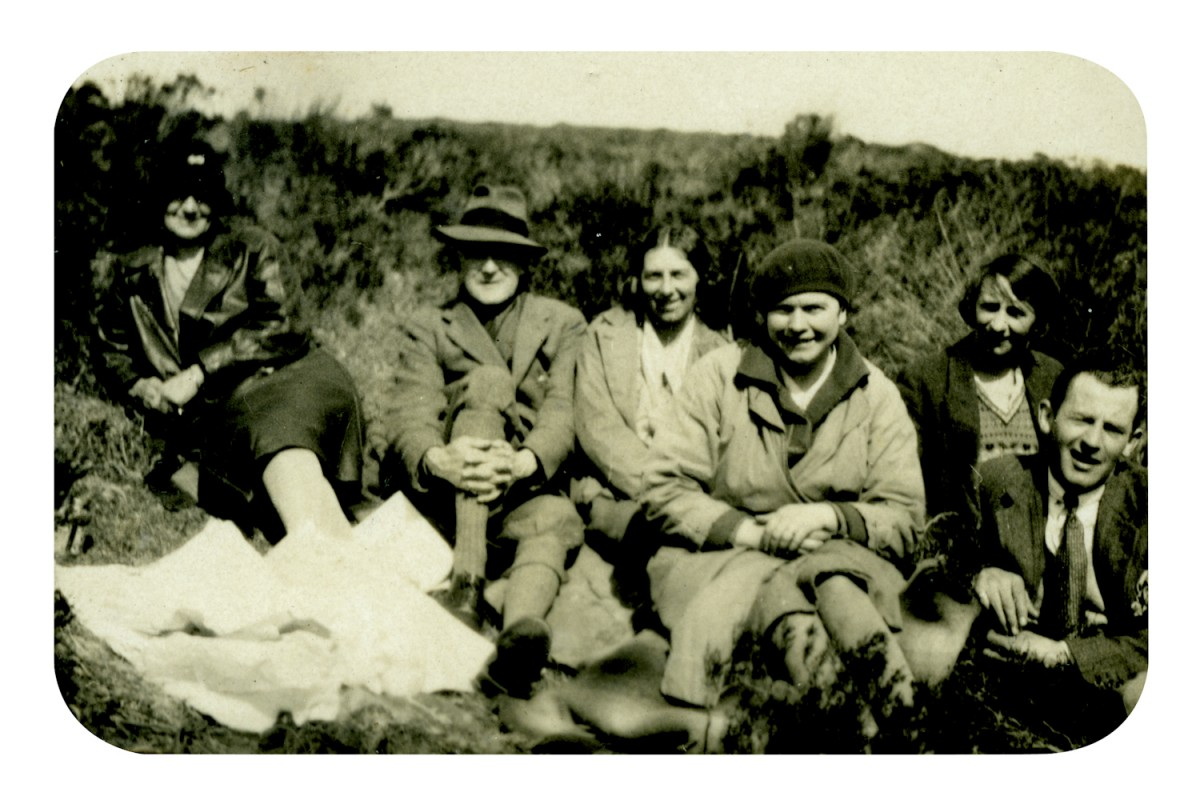 Knight // County Monaghan :: The Knight family, picnicking with friends.