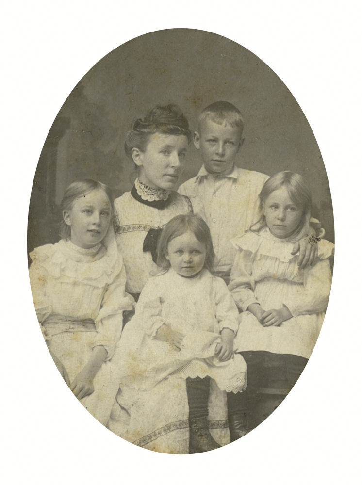 Knight // County Monaghan :: Georgina Hubbard & children