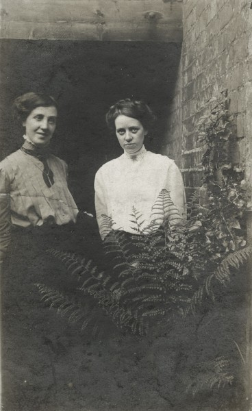 Maud and Mabel Carney, Belfast, 1910