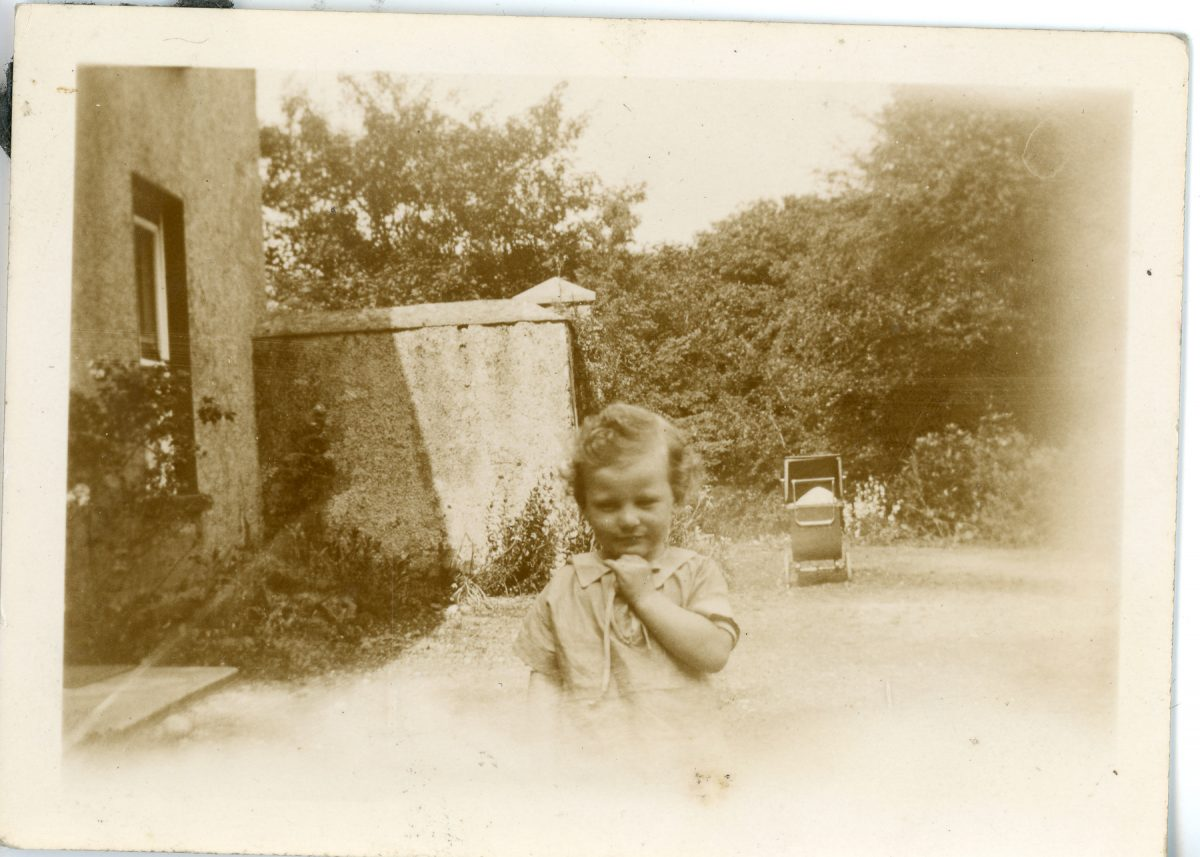 Stewart // County Monaghan :: Little girl standing outside
