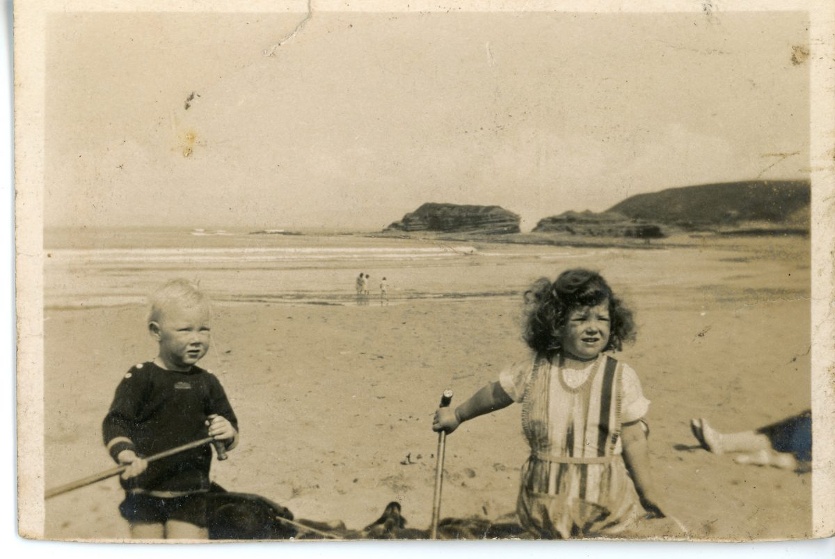 Stewart // County Monaghan :: Stewart children playing on the beach